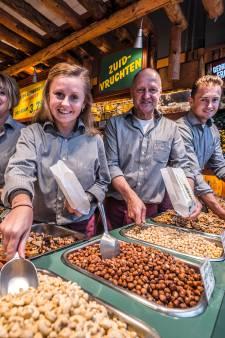 Al vijftig jaar de noten- en kaaskoning: 'Nootjes zijn echt mijn passie'