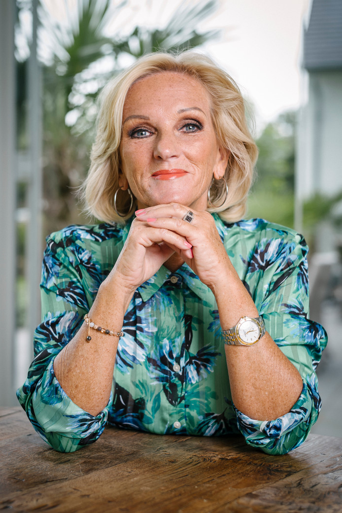 Tineke Schouten, thuis in Almere. ,,Mijn shows zijn ook therapie.''