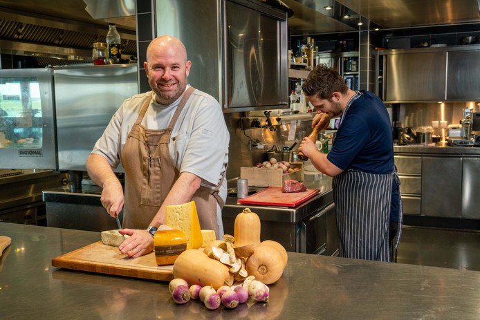 Erik Hermans van De Limonadefabriek kookt de komende weken met streekproducten.
