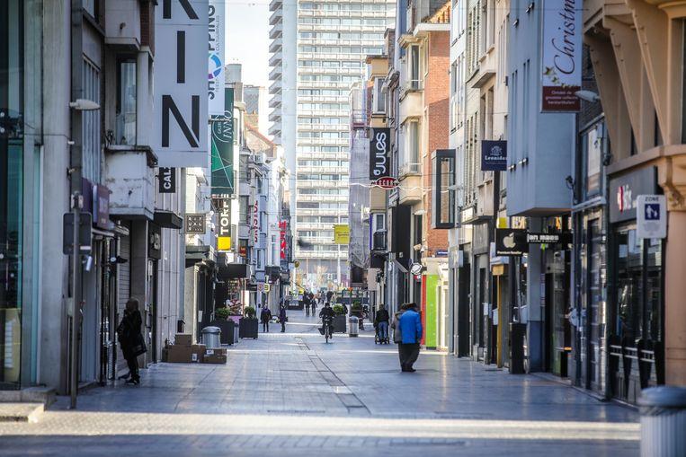 De Kapellestraat ligt er nu nog rustig bij, maar ook na 11 mei wil Oostende vermijden dat hier een massa volk te dicht bij elkaar komt.
