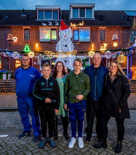 Familie Lok gaat los met kerstversiering: 'Extra sfeer kunnen mensen in deze tijd wel gebruiken'