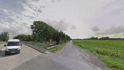 18-jarige bromfietser buiten levensgevaar nadat hij twee keer door auto wordt gegrepen