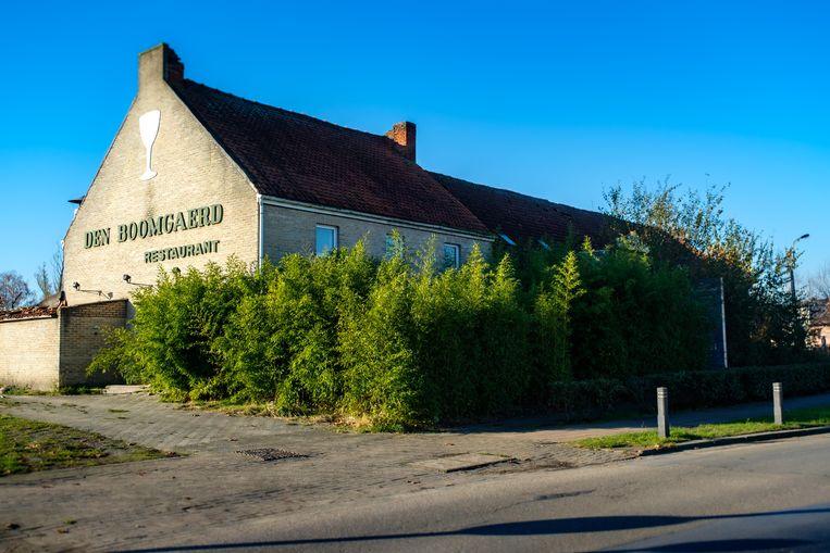 Het restaurant Den Boomgaerd staat er momenteel leeg en verwaarloosd bij.