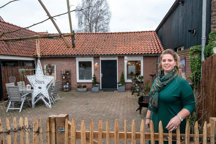 De voormalige boerderij van verzetsheld Jan Peelen wordt een Bed & Breakfast. Eigenaresse Myrna Rook wil zijn verhaal levend houden.
