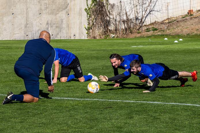 Jordy Croux (midden) tijdens het trainingskamp in Marbella.
