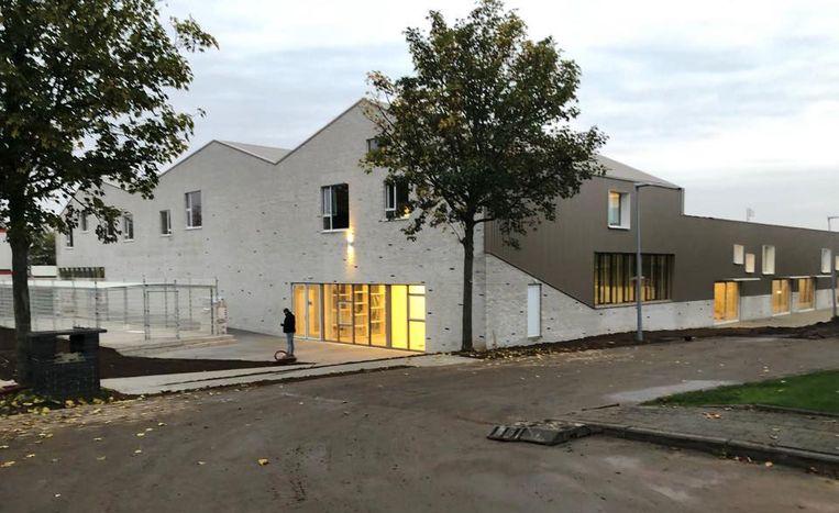 Na de herfstvakantie nemen 190 kinderen hun intrek in de nieuwe gemeenteschool van Heestert.