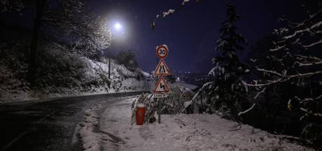 La neige sème le chaos en France: un mort et 300.000 foyers privés d'électricité