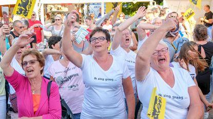Inwoners zingen uit volle borst
