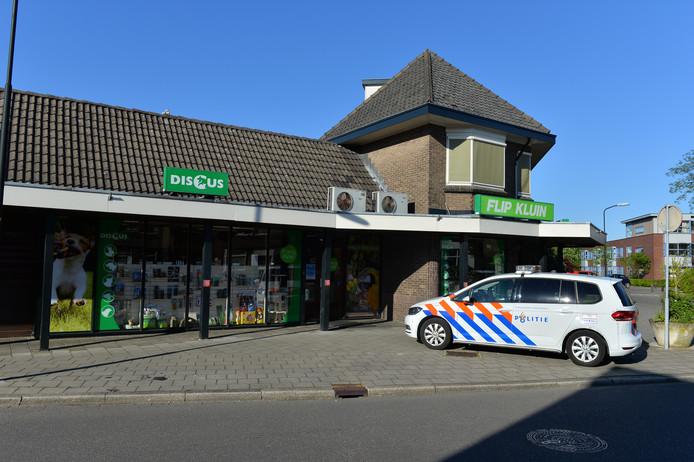 De overval vond plaats op een dierenspeciaalzaak aan de Reigersweg in Apeldoorn.