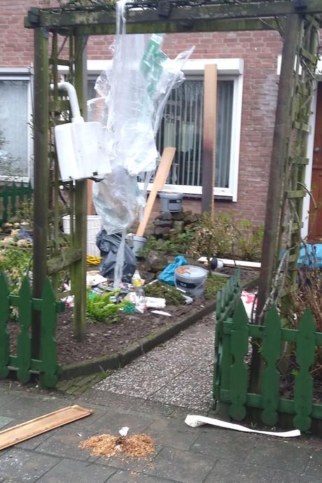 Vandalen veranderen tuin in vuilnisbelt