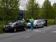 Drie auto's botsen op elkaar in Veenendaal