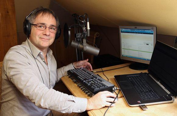 Gert Vranckx in de studio van zijn online zender 'Studio Kempen'.