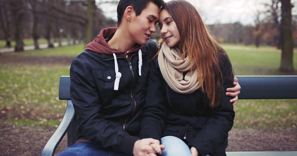 Eerste keer seks op 16, zoenen op 14: jeugd niet zo
