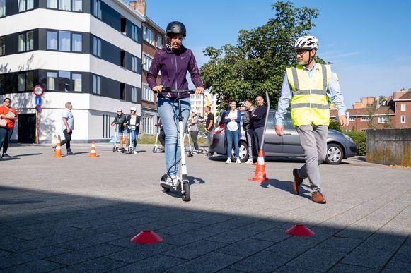 De VSV start een opleiding voor elektrische steps. Ze lanceerde de campagne op een persconferentie in Mechelen, in het bijzijn van minister voor Mobiliteit, Lydia Peeters