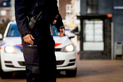 """""""Om te voorkomen dat meneer zelf hard gaat rijden"""": agenten brengen zoon naar ernstig zieke vader in ziekenhuis"""