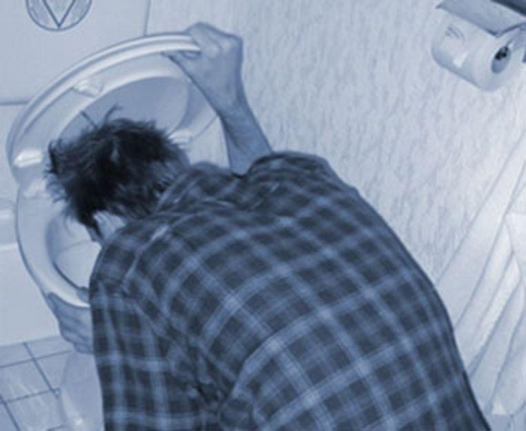 Volgens de agenten diende de jongen te braken in een openbaar toilet (archieffoto).