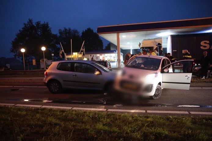 Frontale kettingbotsing met 3 auto's op N25 bij Haarle.