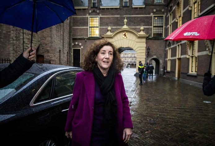 Minister Ingrid van Engelshoven vanmorgen bij aankomst op het Binnenhof voor de wekelijkse Ministerraad.