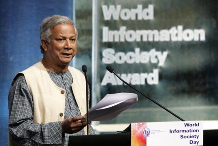 Professor Muhammad Yunus (hier op een archieffoto) en zijn organisatie Grameen Bank uit Bangladesh hebben de Nobelprijs voor de Vrede gewonnen. Yunus is de directeur van Grameen Bank, een organisatie die armoede bestrijdt door het verstrekken van microkredieten. (ANP) Beeld null