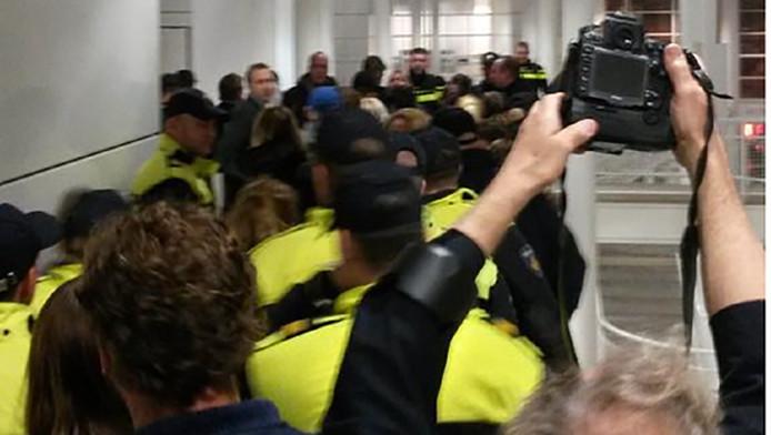 Het tumult in Den Haag.