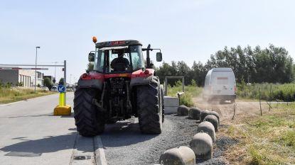 Niet langs hoogteregelaar of tractorsluis? Dan maar door bosje