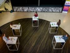 Minister sluit samen met Saxion 'bizar studiejaar' af in Enschede