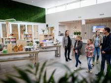 Wachten op bezichtiging IKC Magenta in Delden beloond 'Echt heel cool, het is een prachtige school'