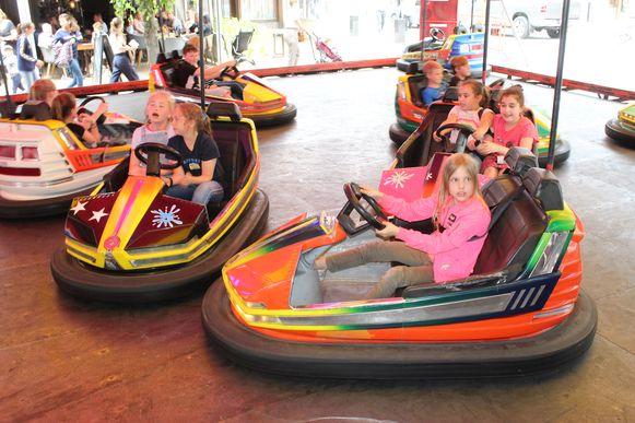 Ook de autoscooters waren heel populair op de gratis kinderkermis.