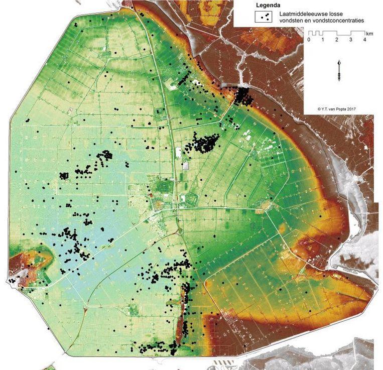 Middeleeuwse vondsten - met zwarte stip aangegeven - in de Noordoostpolder.  Beeld RUG
