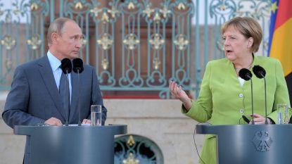Merkel dreigt vriendelijk, Poetin zucht: twee mastodonten in wereldpolitiek treffen elkaar in Brandenburg