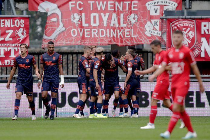 RKC Waalwijk viert het doelpunt van Anas Tahiri bij FC Twente, waarmee het veel bewondering oogstte. Het komende seizoen in de eredivisie zal de Waalwijkse club vooral scepsis moeten overwinnen.