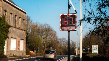 Bercy Slegers pleit voor aanduiding van de snelheden met palen met zonnepanelen