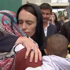 De Nieuw-Zeelandse premier Jacinda Ardern toont haar kracht
