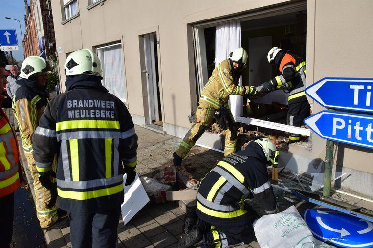 De brandweer ruimde alle brokstukken op.