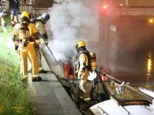 Drie auto's en een boot in brand gestoken in Den Haag