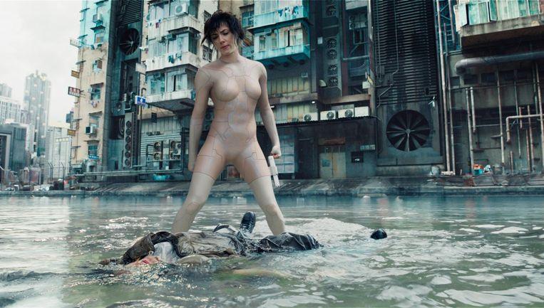 De goeddeels synthetische heldin verliest met de vertolking door Scarlett Johansson haar Aziatische voorkomen Beeld -