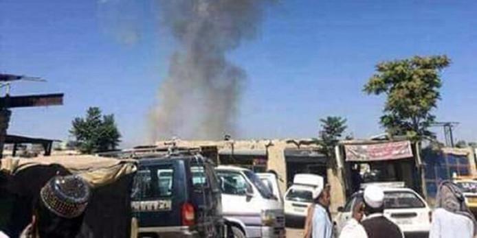In de oostelijke provincie Khost liet een terrorist een autobom ontploffen bij een voetbalveld, dicht bij een legerbasis. Artsen telden veertien doden en acht gewonden.