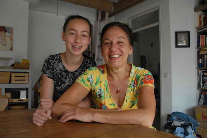 Denise de Costa met haar 12-jarige dochter Thera.