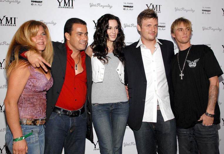 Van links naar rechts: Esther Vered en David Vered (CEO van jeansmerk YMI), Angel Carter, Nick Carter en Aaron Carter