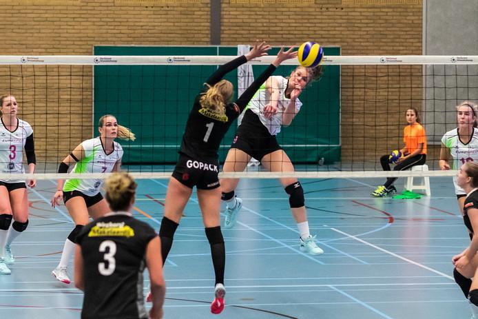 Eline Timmerman valt aan namens Eurosped in de bekerwedstrijd tegen WVC Volley.