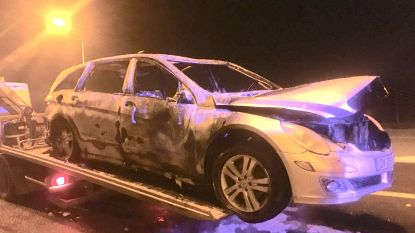 Gestolen Mercedes gedumpt en in brand gestoken