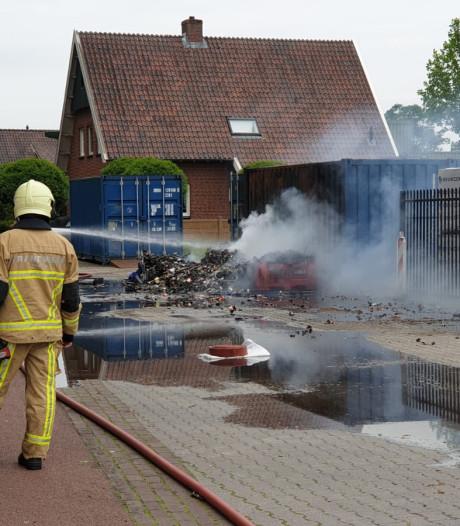 Woningen ontruimd vanwege containerbrand in Haaksbergen