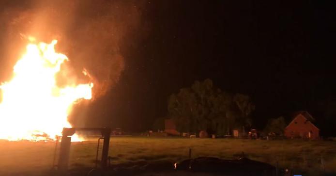 Een enorm vuur woedde er zaterdagnacht in Haaksbergen