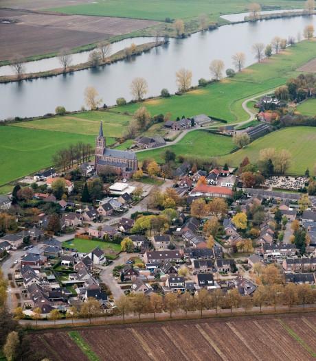 Maasbommel kijkt over de dijk: toeristen zijn welkom