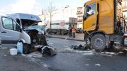 Chauffeur zwaargewond na frontale botsing met vrachtwagen op Staatsbaan Zulte