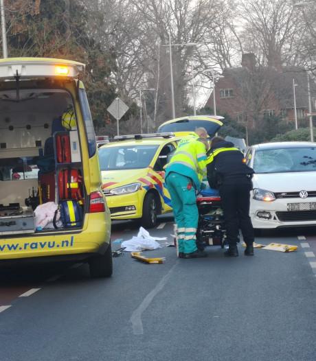 Fietsster (17) ernstig gewond bij aanrijding, automobilist aangehouden