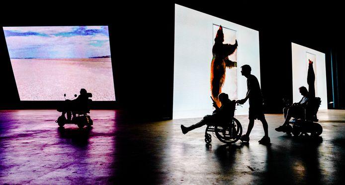 In de laatste week is het drive-thru museum van Boijmans Van Beuningen in Ahoy enkele uren opengesteld voor rolstoelers.