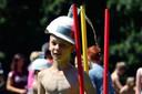 Volksspelen bij dorpsfeesten in Moerstraten, waterdragen met hindernissen. Archieffoto petervantrijen/pix4profs