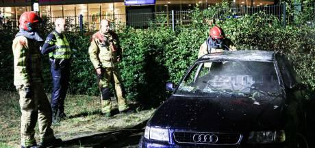 Auto brandt uit vlakbij station Helmond