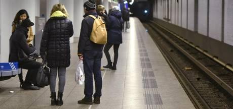 Man gewond na val op spoor metrostation Nieuwmarkt